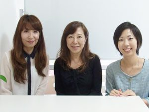 左:スタッフ山根、中央:優子先生、右:代表 加藤