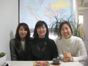 左:スタッフ山根、中央:Yumiko先生、右:代表 加藤