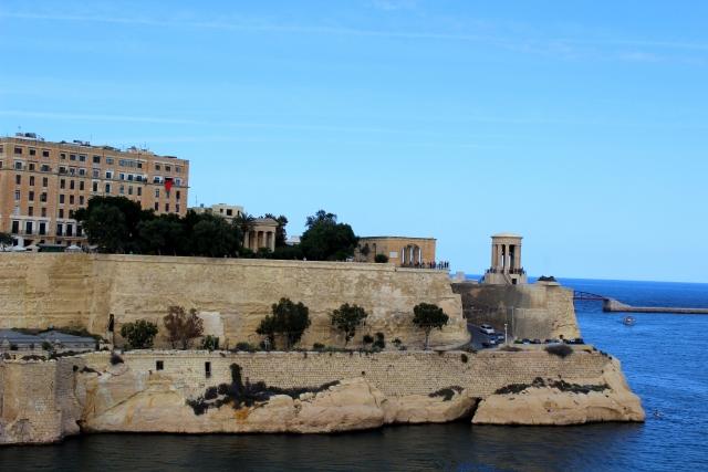 セブ島は「英語集中」マルタ島は「観光+英語」プチ留学の違いとは